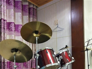 架子鼓出售,����」�,音�,全套�送,�有鼓�V,九成新!
