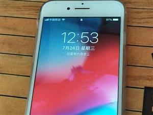 苹果7手机一部,外版无锁,128的内存,没任何毛病。,插卡就能用,需要的请联系,手机太多给它卖了!