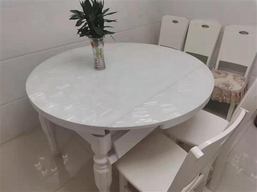 实木钢化玻璃伸缩餐桌餐椅对外出手,餐桌可以伸开变圆桌,可以缩小变方桌,因为家里人少,1桌4椅子对外出...