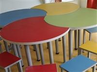 厂家定制特色拼桌+六个凳子,九成新,用了一年,桌子由四个月牙型桌子拼起来的,可以根据爱好拼各种形状。...