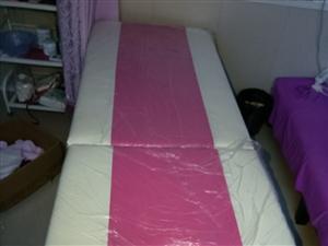 出售一套**美容院设备,3张美容床,床上用品齐全,升降凳子,毛巾,床斤,一次性床单等,4个小推车,三...