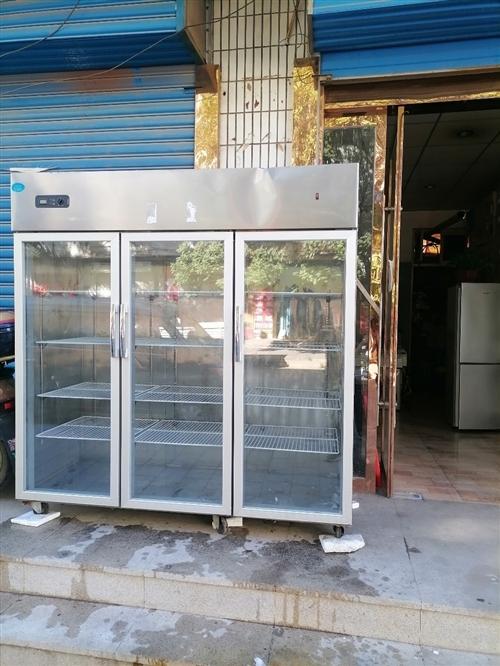三开门可调式冷藏柜,长1米8X宽70公分X高1米88处理。可看东西,没怎么用质量么问题,腾地方处理。...