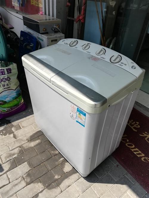 半自动8.6公斤洗衣机,380元,保修一年。17702504455   东庐家电