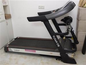 亿健智能跑步机,可以配合APP使用,各种健身指导和检测。手机控制,可以测心率,可以腹部抖动甩脂肪,按...