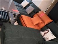 **科技布沙发 三米八长 使用一个多月 想换成直排的 入手价5680  现在3800出 四季花城自提