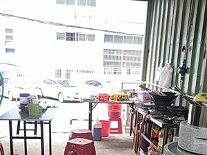石磨机,肠粉机,还有桌子凳子冰箱消毒柜一整套东西在东莞市谢岗镇全部物品9成新。有意者来电1581...