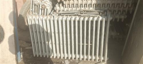 誠心收購各類暖氣片,急需二手工程高低床,有貨源的聯系15348071369