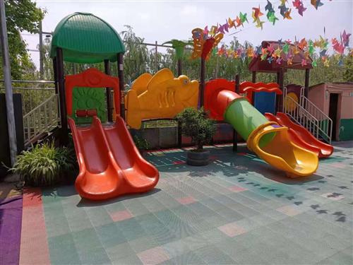 幼儿园在用滑梯、木马、木床等出售。有意向者请电联。