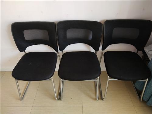家里有闲置办公椅三把,家里放着占地方,现低价处理,一把100元,自取。