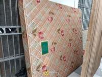 皖寶兩面軟硬用床墊,質量很好,給錢就賣,1.8米,自取,城關人武部對面,適合出租房,放在床上比普通床...