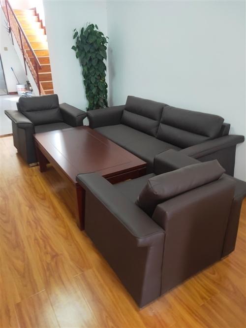 一組沙發,一個文件柜,一個會議桌,一個前臺,有需要的聯系我