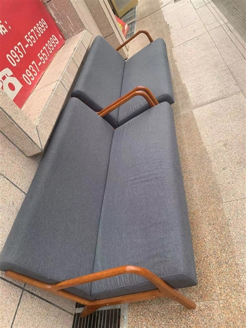 一對家裝沙發出售,原價2400,現價1200,適合新裝車庫,或單身公寓客廳使用,好貨不等人
