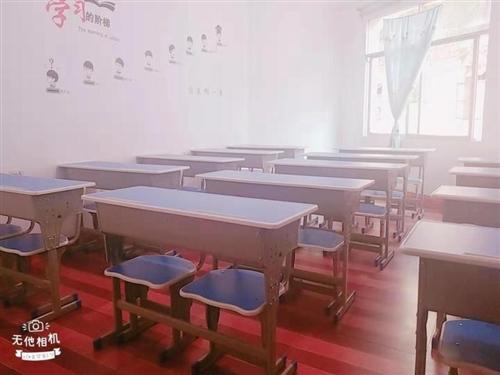 本人有一批学生用的座椅,大概20几套。九成新,可做辅导班使用,价格美丽。