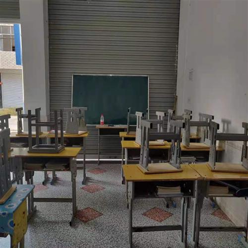 大量九成新课桌椅全套,辅导班必备!加微信面谈