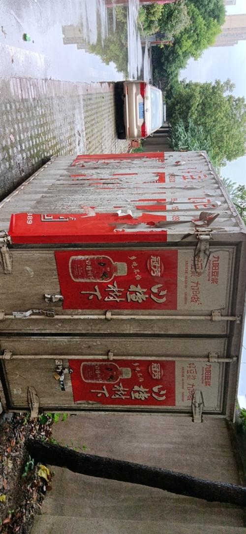 货车上面的箱子,大约长2.5米高1.8米,宽1.5米。有需要的可以联系,两边开门