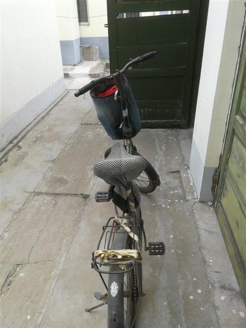 出售闲置自行车,自己骑的。售价40元,质量杠杠滴,车架子很沉,可以随便找修车子的给验车。价格可小刀