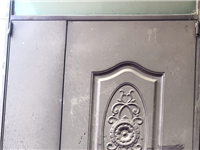 1.45×2.80米,1.2厚的门一扇,1600订做的门没用上,现低价出售