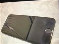 个人闲置苹果七韩版超低价转卖。送精美手机壳,后置摄像头无法拍照,侧面及背部有轻微划痕,**茶几、餐桌...