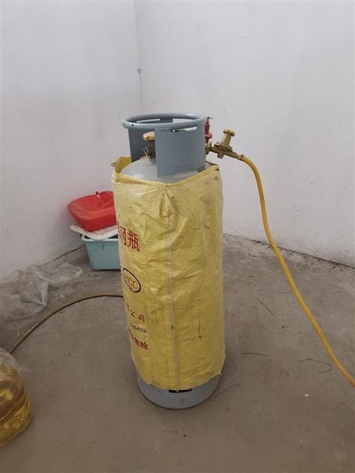 转让凉菜架子一个和九层新煤气罐一个