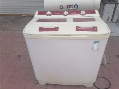 半自动洗衣机,洗衣干净,省水省电,耐用性好!有需要的联系噢!