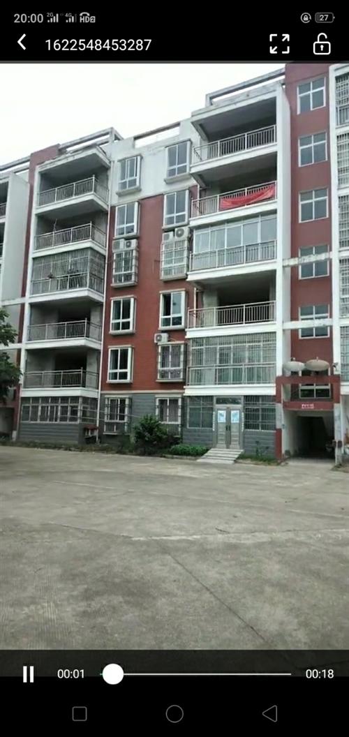 低價出售,潑河政府后面沿河小區房子135平米,三室二廳二衛,可分批付款??!13412529025