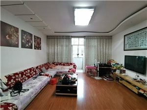 房屋出售: 北上星港超市对面,贵阳银行上面,4室2厅2卫.+2阳台黄金地段,精装修,家具齐全...