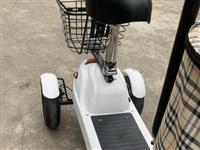 **三轮电动车哈 不是电瓶是锂电池的哈 支持上门验货送货面付 电话:17882336682