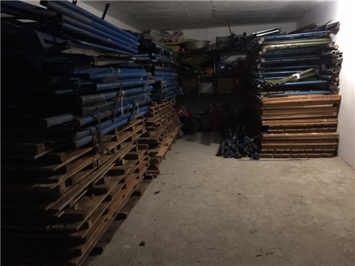 学生用的上下铺床,纯松木床板。结实耐用!