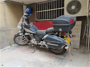 出售豪爵铃木GZ150电喷摩托车9成新,目前骑行1.8万公里,手续,保险齐全,无碰撞,前后轮胎改,前...