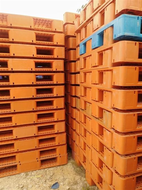 长期大量回收出售二手塑料托盘,铁托盘,木托盘,周转箱,塑料桶,联系电话15959561547(微信同...