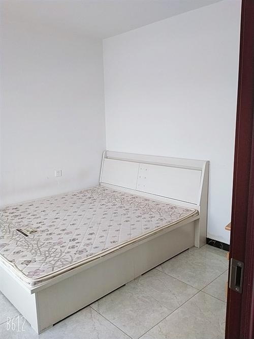 出售  八成新双人床,500/张,自取