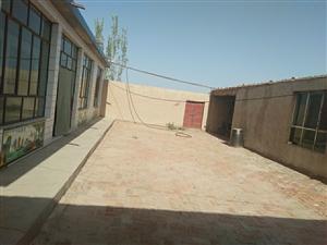 瓜州县城南开发区有一院平房转让,另外带24亩,50平米左右库房。地址在安敦路十一公里路东,交通便利,...
