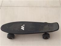 小鱼滑板一个9成新,有需要的请联系13621798324 曹先生
