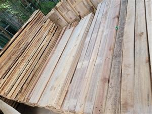 按��便宜出售�f木方,4*9....3.5*8.....2.5*8.....5*10都是2米以上�L�有...
