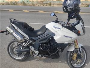 德令哈出售凯旋摩托车一辆,排量1050,三缸水冷?油冷,电话13897377900