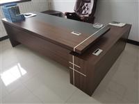 出售老板桌,9成新,价格优惠!