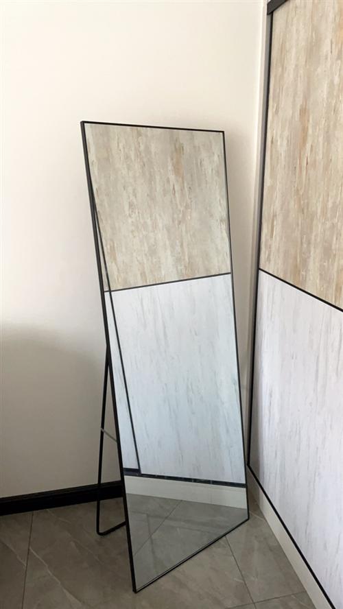 金屬包邊窄框穿衣鏡,不變形,60*165,嶄新的,兩用,可立可掛。處理50元