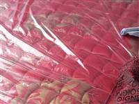 床墊是一米8×2米的,床后是20毫米