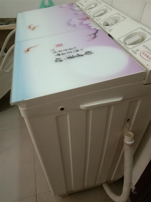 小天鹅10公斤半自动洗衣机经常闲置基本上还在新着容量大可以洗被子毛毯,购买时900元现转让500元。...