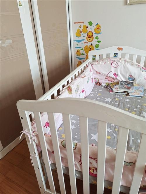9成新婴儿床(儿童床)转卖,淘宝买的590元。包含床垫,四个围栏包布,一个床单(图片色)。 尺寸:...