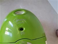 强力吸尘器对养宠物的很实用。大号穿衣镜补光灯。电脑桌椅一套9成新。