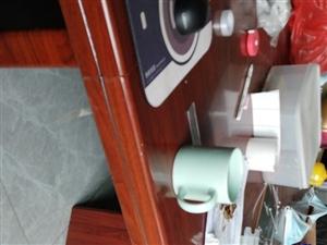 出售�e置���h桌,�L3米��1.5米,可拆分成2�K。�k公室搬�w,用不到�@么大���h桌,出售