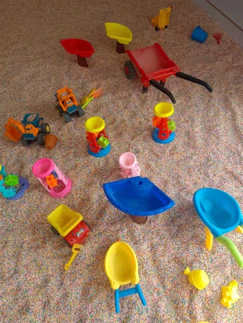 游乐园所有设备九成新总价低至一万元急售,也可单独低价出售,超大20平方彩石沙池带玩具,超大20平方蹭...