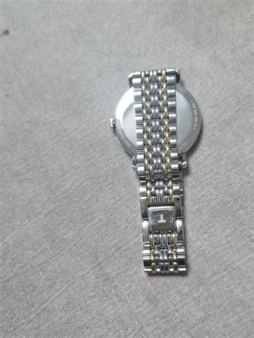 天王石英男表,郑州丹尼斯6天地天王表专卖店购入,原价3650,现低价转售。