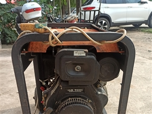�蜗嘟涣�220v柴油�l��C,功率7000瓦,����。 性能完好,使用正常。