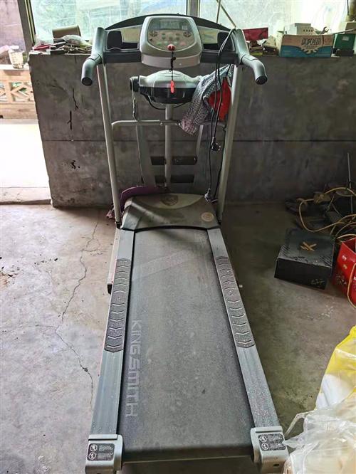 个人跑步机出售,买来一直在仓库放着,清清仓库,清洗清洗跟**的一样,售价600