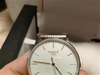 天梭石英男表,杉杉奥特莱斯购买,原价3560,现低价转售。