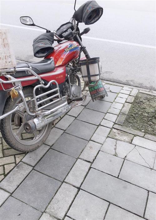 豪爵摩托车,13年一月份,4万公里,所以手续齐全,过户不过户都可以。价格1200元,需要联系。已经停...