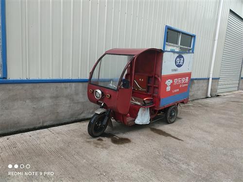 自用快递三轮车,两组60V20A电瓶,电话13159285567