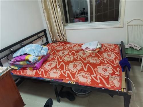 双人床一张140元,由于工作调动给价便宜处理!安装简易!